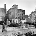 Gelände an der Wokrenterstraße in Rostock, 1989. Die Häuser auf dem Bild sollten abgerissen und durch Plattenbauten ersetzt werden. Ein Teil konnte durch eine Rostocker Bürgerinitiative zur Erhaltung der Altstadt nach 1990 gerettet werden.