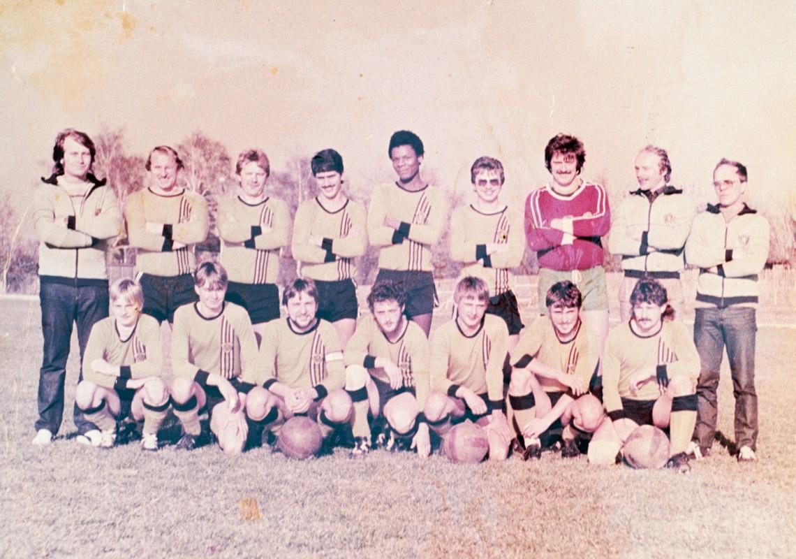 Fußballmannschaft BSG Chemie Pause, 1986. Fotograf unbekannt, Reproduktion: Malte Wandel