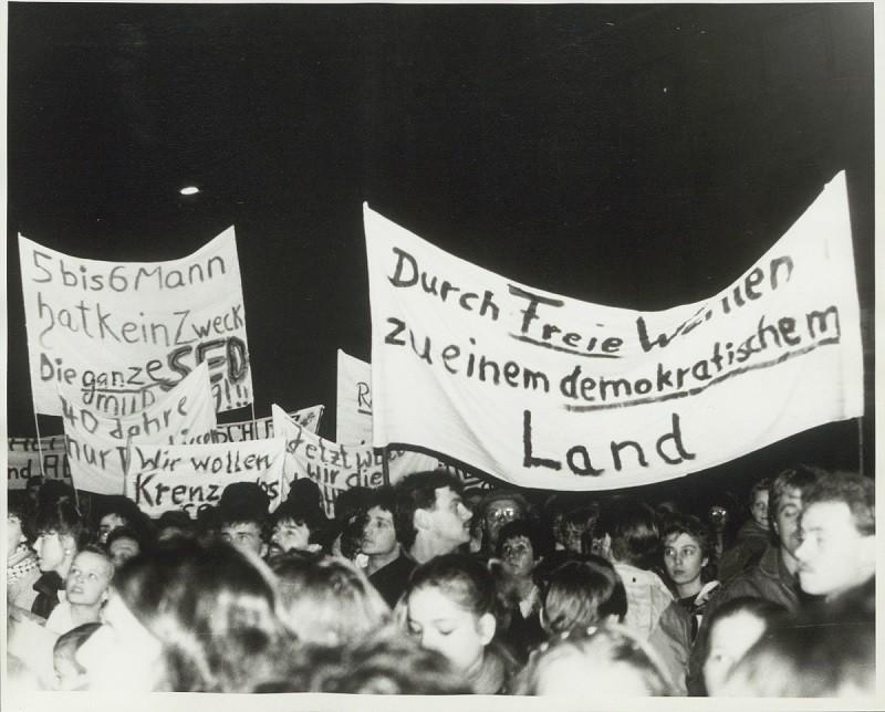 Demonstration in Weimar am 07. November 1989, Foto und Bildrechte: Klaus Bergmann