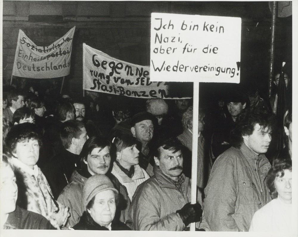 Demonstration in Weimar am 09. Januar 1990, Foto und Bildrechte: Klaus Bergmann