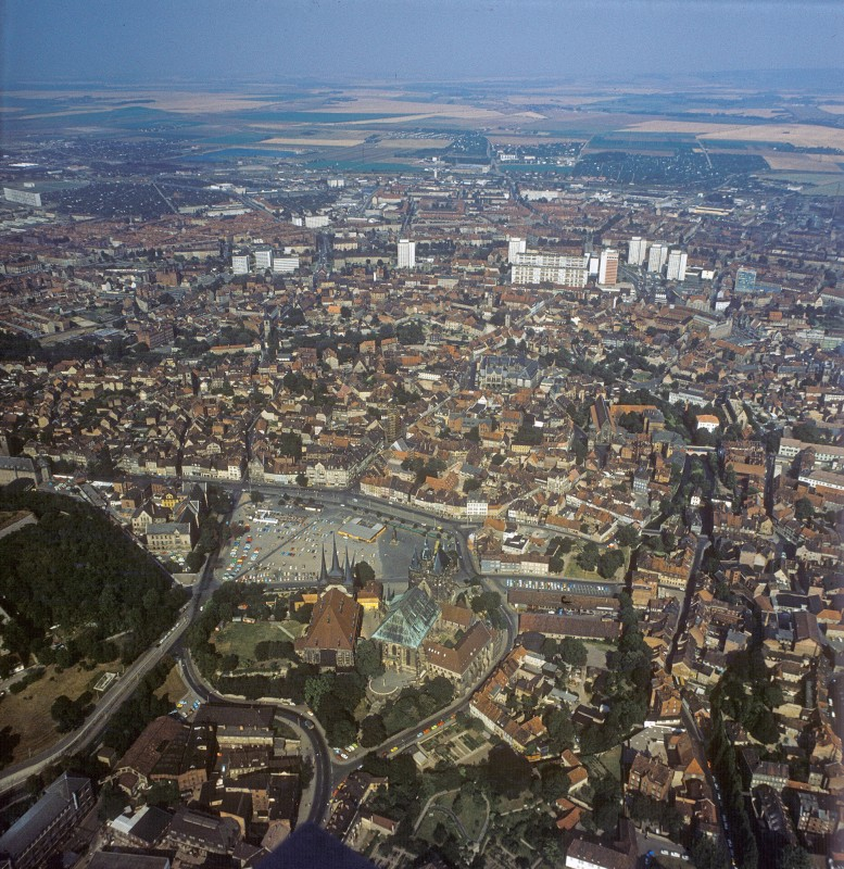Blick auf die Altstadt von Erfurt 1975. Foto: Lothar Willmann/euroluftbild.de