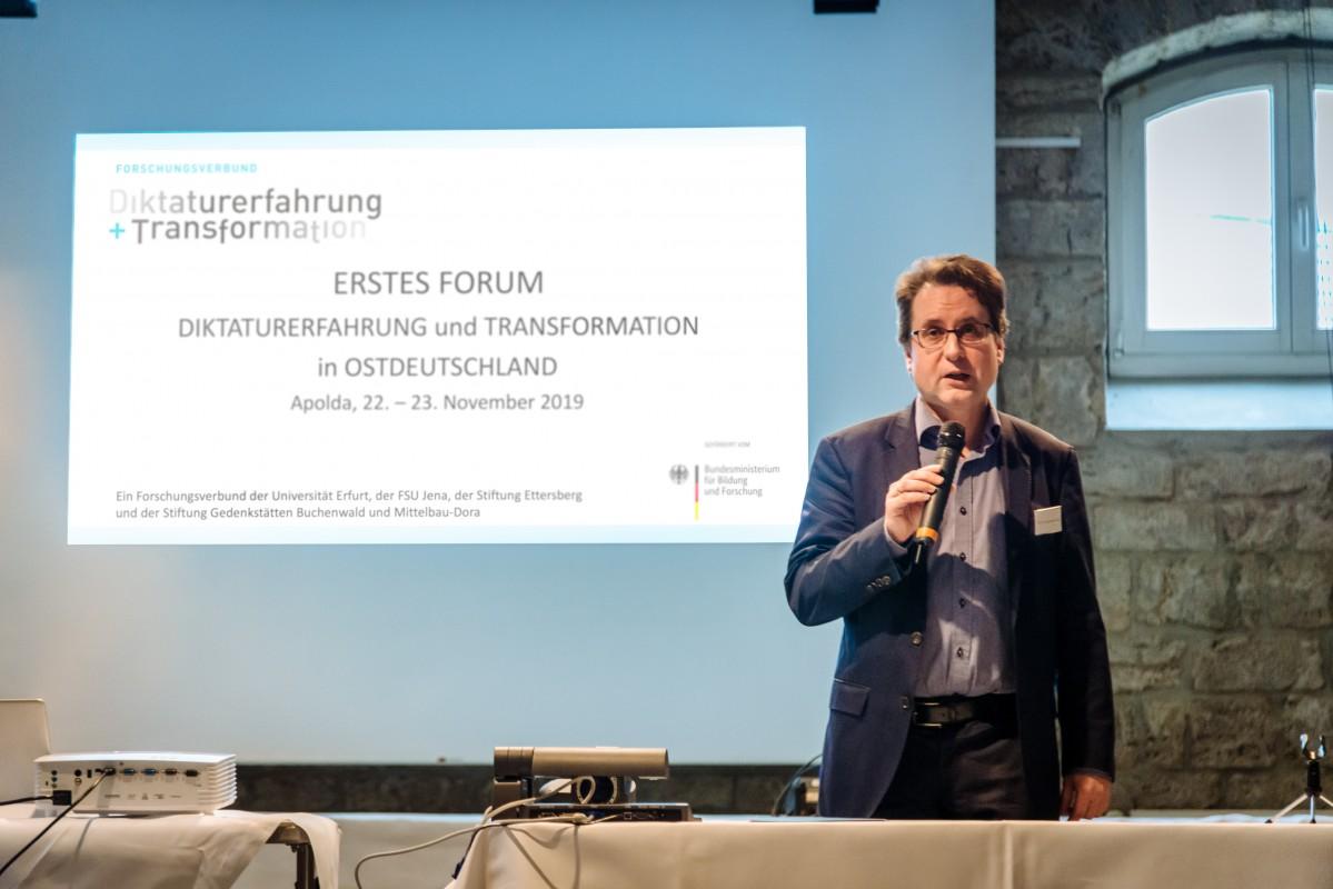 Prof. Dr. Jörg Ganzenmüller eröffnet das Forum, Foto: Henry Sowinski