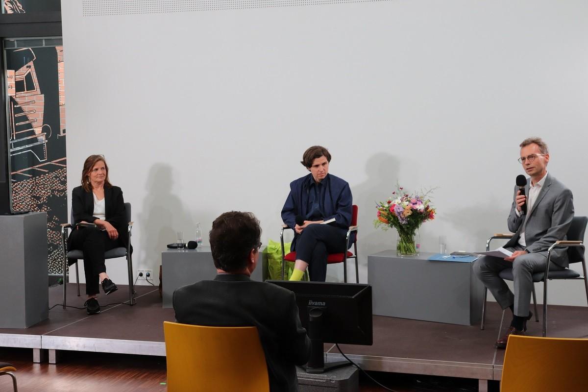 Podium, von links nach rechts: Anke John, Judith Schalansky & Gregor Streim. Foto: Kathrin Schwarz