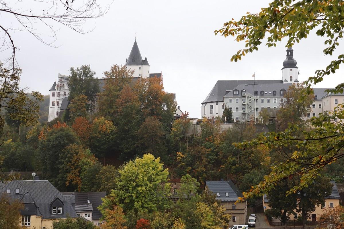 Blick vom Ottenstein zum Schloss Schwarzenberg und zur St.-Georgen-Kirche, Oktober 2020. Foto: Franz Waurig, Sammlung Gedenkstätte Buchenwald