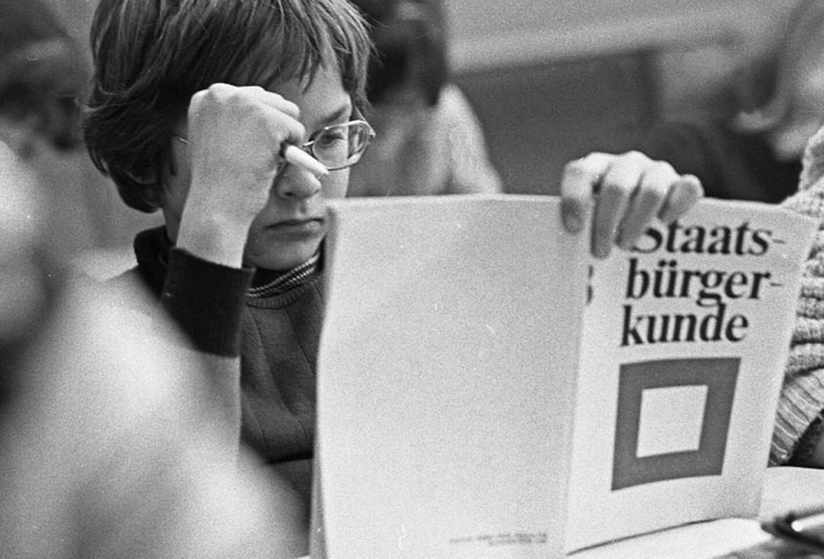 Schüler im Staatsbürgerkundeunterricht der Klasse 8 in den 1970er Jahren.